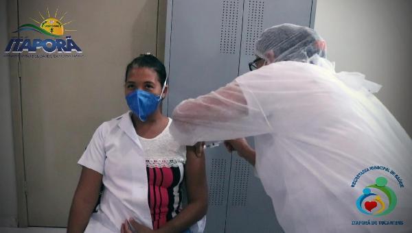 Iniciou a Campanha de vacinação contra a Covid-19 em Itaporã do Tocantins